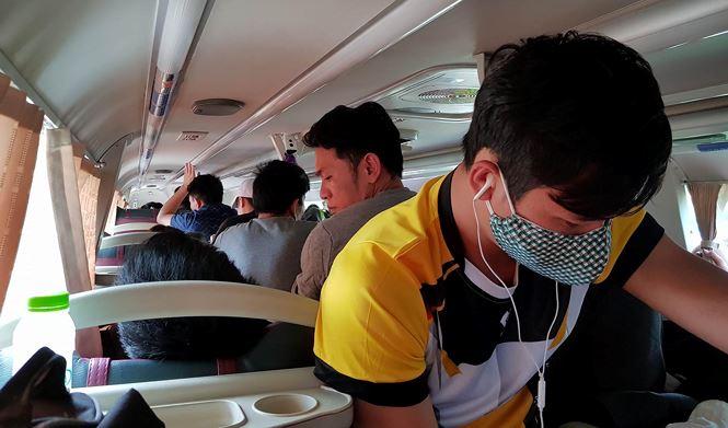 'Hành xác' trên chuyến xe trở lại Hà Nội sau nghỉ lễ - Ảnh 3