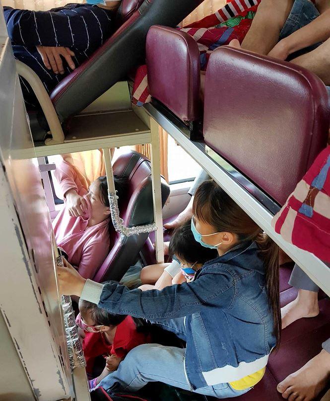 'Hành xác' trên chuyến xe trở lại Hà Nội sau nghỉ lễ - Ảnh 6