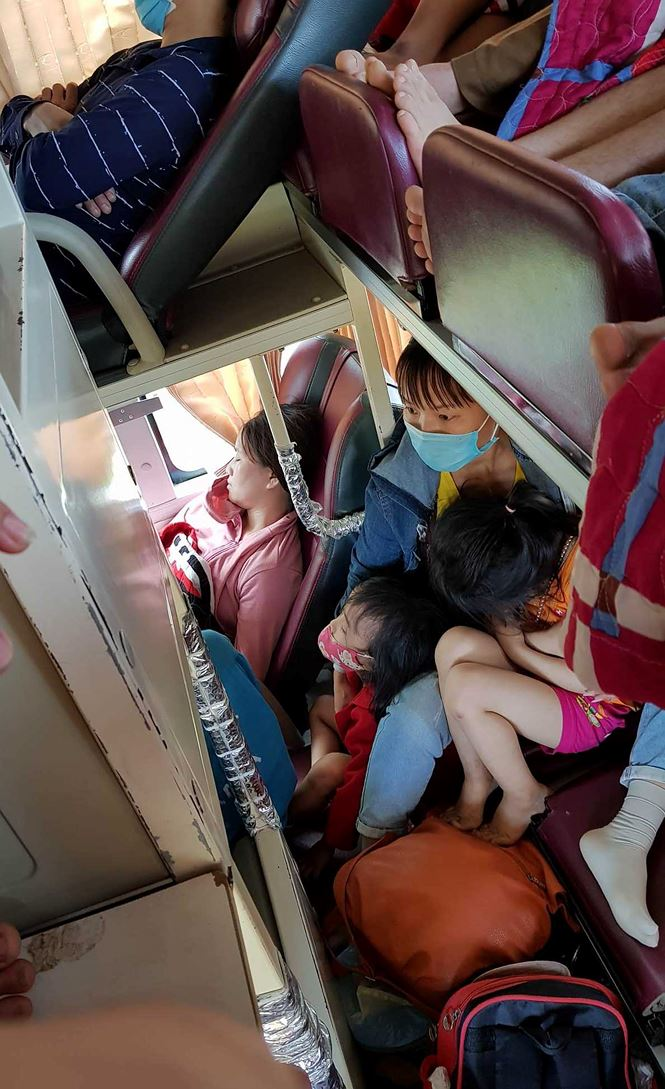 'Hành xác' trên chuyến xe trở lại Hà Nội sau nghỉ lễ - Ảnh 7