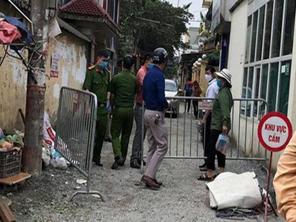 Hà Nội: Trường hợp bị sốt cao khiến khoảng 120 hộ gia đình bị cách ly tạm thời ở Gia Lâm âm tính với SARS-CoV-2 - Ảnh 1