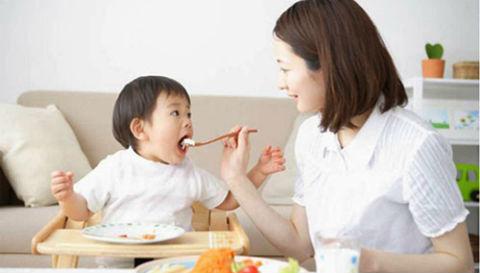 6 sai lầm khi cho con ăn dặm: 90% mẹ Việt mắc phải khiến trẻ ngày càng biếng ăn, chậm tăng cân còi cọc - Ảnh 1