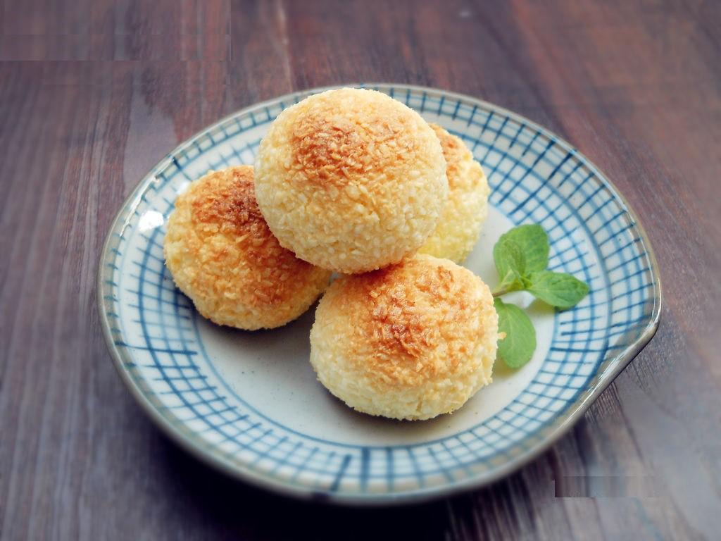 Mỗi khi rảnh rỗi tôi lại làm ngay một mẻ bánh núm dừa để dành cho con ăn vặt cả tuần - Ảnh 4