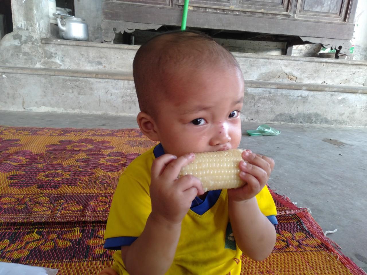 Tiếng khóc xé lòng của bé gái 3 tuổi mắc bệnh hiểm nghèo: 'Bà ơi, cháu đau lắm, sao bố mẹ mãi không về hả bà?' - Ảnh 10