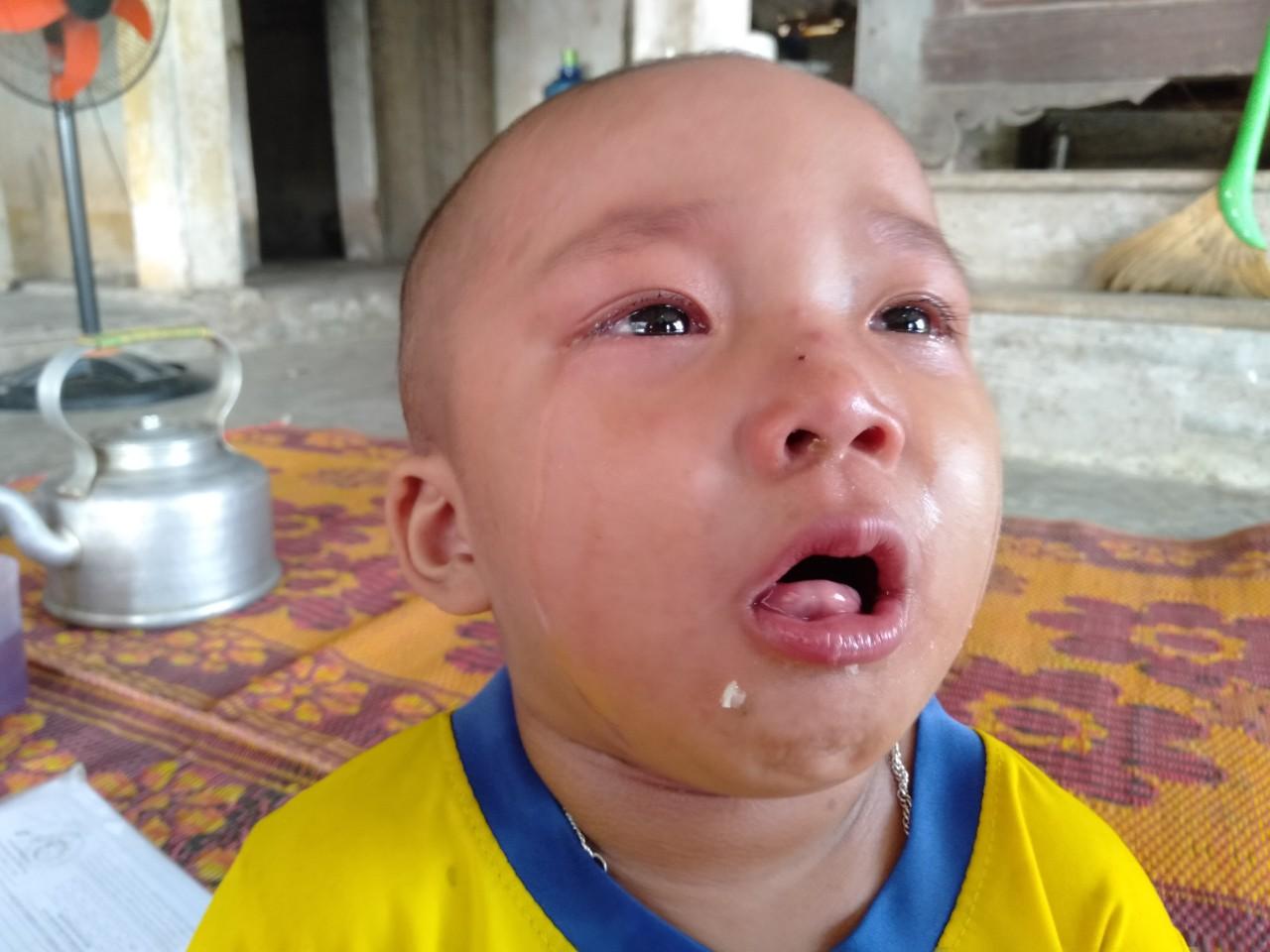 Tiếng khóc xé lòng của bé gái 3 tuổi mắc bệnh hiểm nghèo: 'Bà ơi, cháu đau lắm, sao bố mẹ mãi không về hả bà?' - Ảnh 2