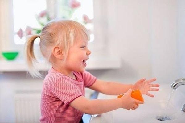 5 bệnh nguy hiểm ở trẻ nhỏ mùa nắng: Có dấu hiệu này cần đưa trẻ đi viện ngay! - Ảnh 5