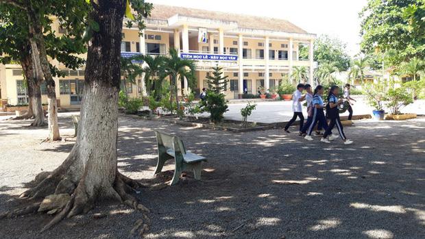 Dư luận bức xúc với thầy giáo cấp 2 ở Tây Ninh bị tố dâm ô 4 nam sinh, bắt kéo khóa quần và xem phim nhạy cảm - Ảnh 2