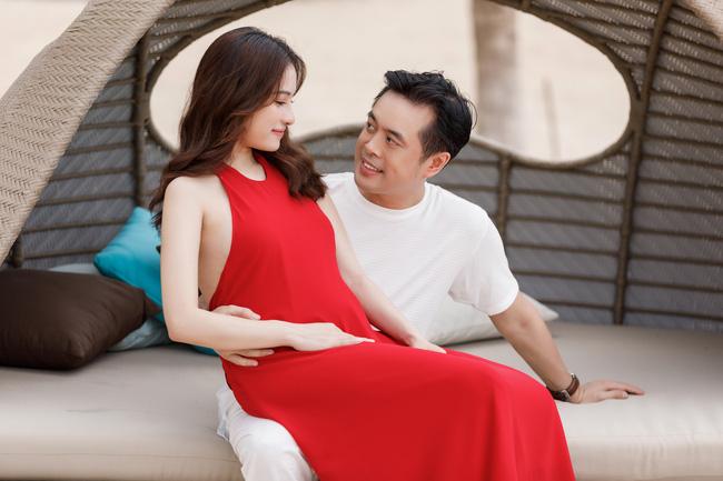 Sara Lưu khoe cận cảnh bụng bầu mang song thai, tiết lộ lý do giữ kín tin vui suốt 4 tháng - Ảnh 7