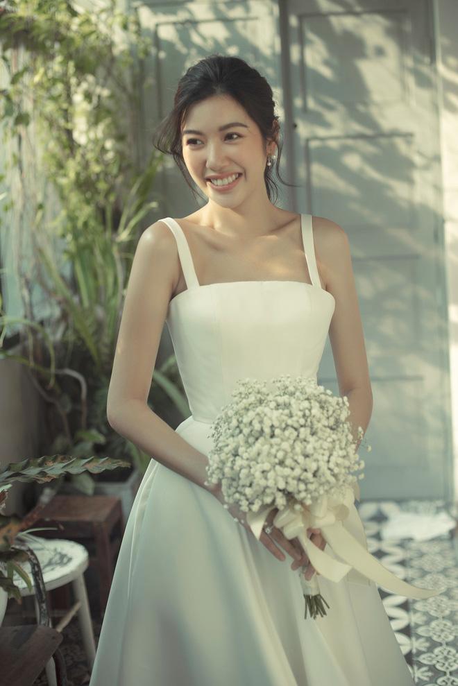 Thúy Vân đẹp nền nã, diện váy cưới đầy sang trọng: Nhìn nụ cười là biết đang hạnh phúc thế nào! - Ảnh 3