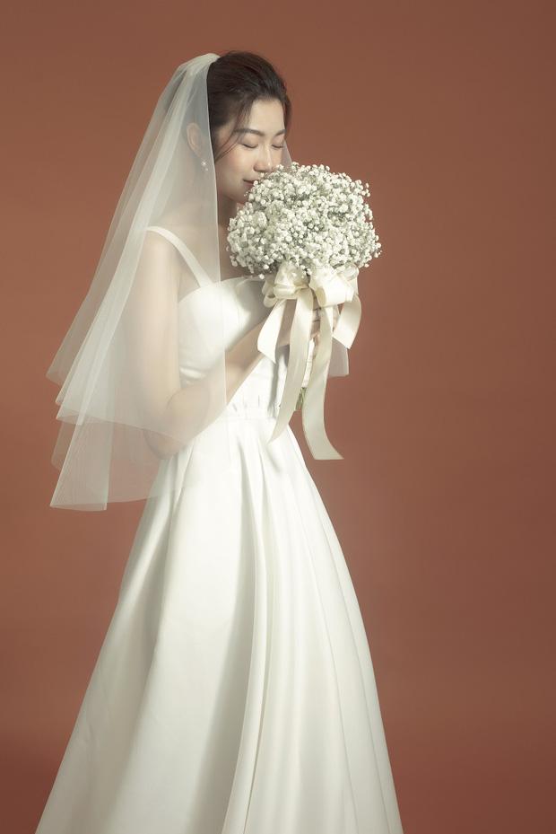 Thúy Vân đẹp nền nã, diện váy cưới đầy sang trọng: Nhìn nụ cười là biết đang hạnh phúc thế nào! - Ảnh 6