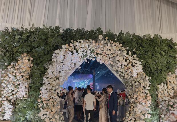 Xôn xao 'siêu đám cưới' tại Ninh Hiệp: Dựng 'lâu đài' trên 1600m2, gần 200 người kì công chuẩn bị và loạt 'sao bự' tham dự - Ảnh 3