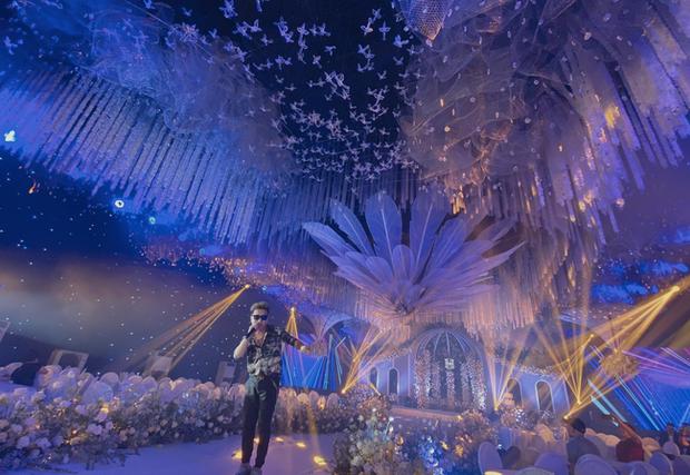 Xôn xao 'siêu đám cưới' tại Ninh Hiệp: Dựng 'lâu đài' trên 1600m2, gần 200 người kì công chuẩn bị và loạt 'sao bự' tham dự - Ảnh 4