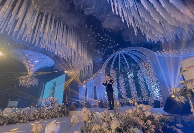 Xôn xao 'siêu đám cưới' tại Ninh Hiệp: Dựng 'lâu đài' trên 1600m2, gần 200 người kì công chuẩn bị và loạt 'sao bự' tham dự - Ảnh 5