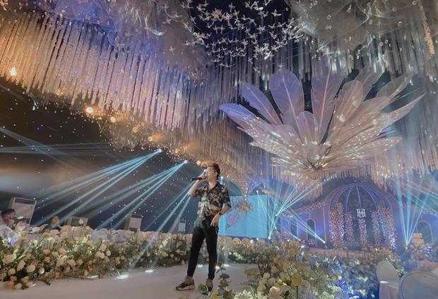Xôn xao 'siêu đám cưới' tại Ninh Hiệp: Dựng 'lâu đài' trên 1600m2, gần 200 người kì công chuẩn bị và loạt 'sao bự' tham dự - Ảnh 6
