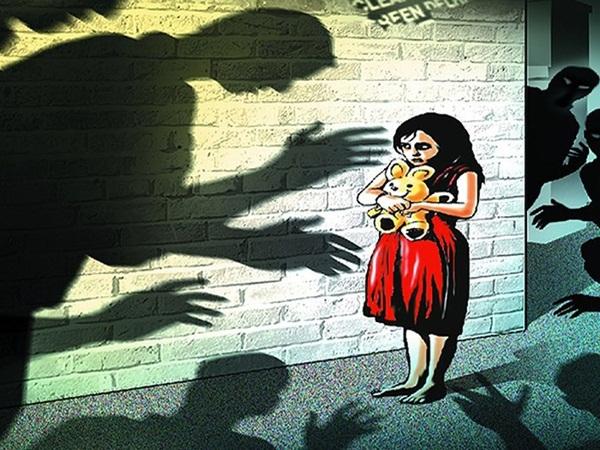 Cảnh báo nguy cơ xâm hại trẻ em ở các vùng ngoại thành - Ảnh 1