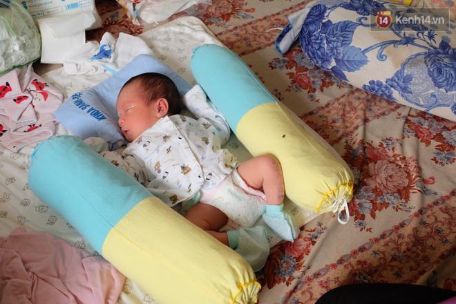 Hoàn cảnh neo đơn của người cha nghèo chạy xe ôm nuôi con gái chỉ mới 14 tuổi đã sinh con ngoài ý muốn ở Sài Gòn - Ảnh 5