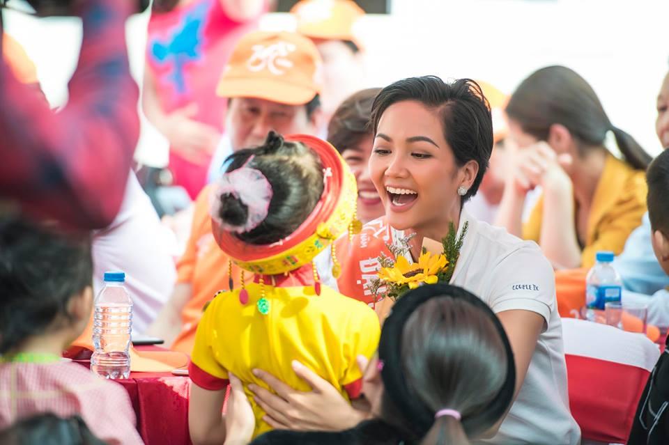Phải 5 tháng sau đăng quang, Hoa hậu H'Hen Niê mới tự tin công khai điều này với công chúng - Ảnh 4