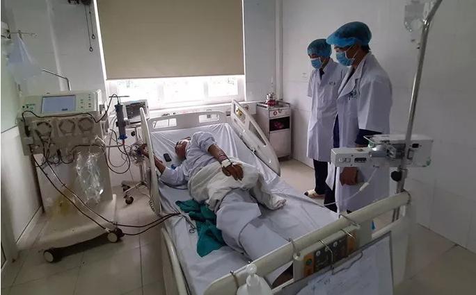 6 bệnh nhân đang chạy thận có biểu hiện sốc, 132 bệnh nhân khác phải chuyển viện - Ảnh 1