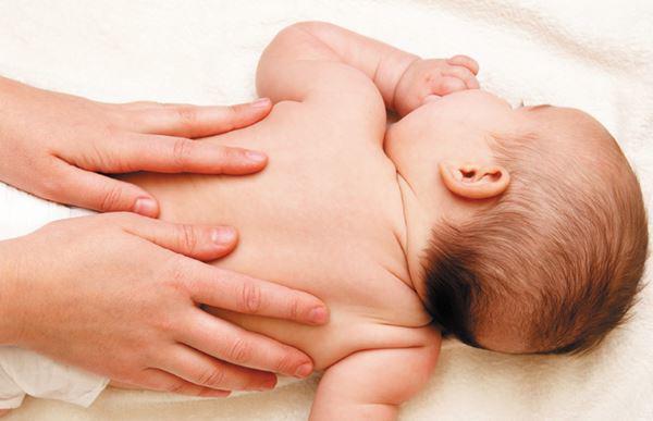 7 cách hạ sốt cho trẻ sơ sinh tại nhà không cần dùng thuốc - Ảnh 1