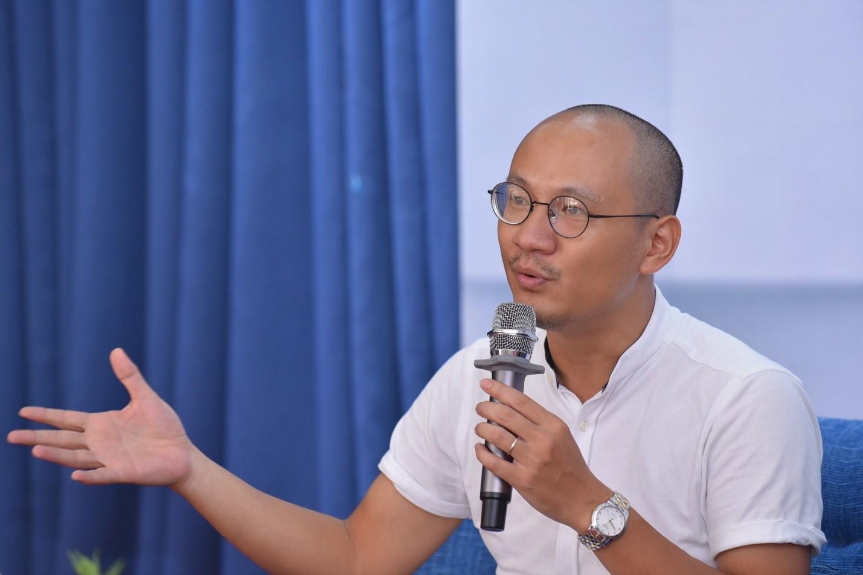 """MC Phan Đăng 'Ai là Triệu Phú': """"Người ta thường đòi hỏi con cái phải biết ơn bố mẹ, nhưng chính tôi phải biết ơn con của mình"""" - Ảnh 1"""