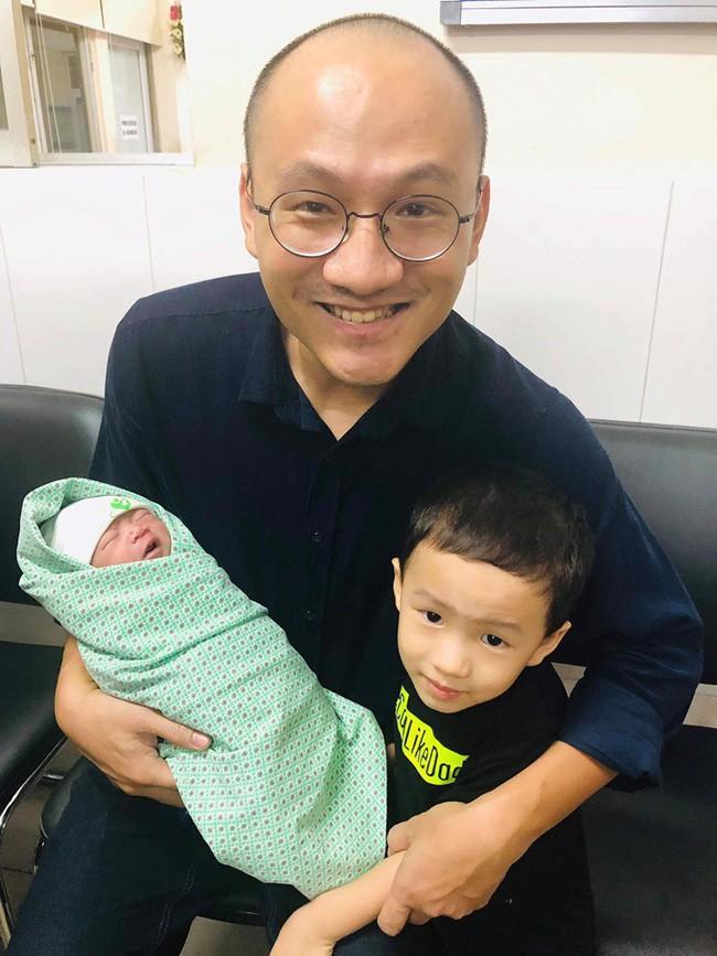 """MC Phan Đăng 'Ai là Triệu Phú': """"Người ta thường đòi hỏi con cái phải biết ơn bố mẹ, nhưng chính tôi phải biết ơn con của mình"""" - Ảnh 2"""