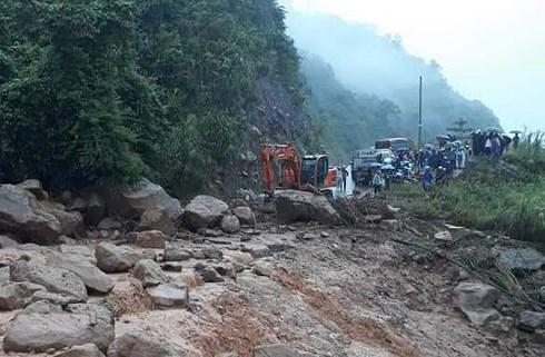 Lũ quét ập xuống bất ngờ, người dân ở Lai Châu chạy tán loạn - Ảnh 3