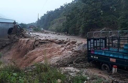 Lũ quét ập xuống bất ngờ, người dân ở Lai Châu chạy tán loạn - Ảnh 5
