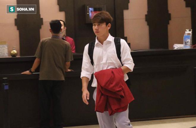Dậy từ sớm tinh mơ, U23 Việt Nam trên đường về nước - Ảnh 3