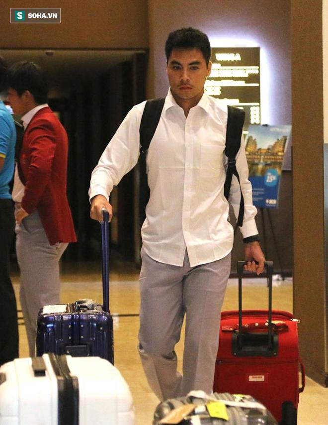 Dậy từ sớm tinh mơ, U23 Việt Nam trên đường về nước - Ảnh 5