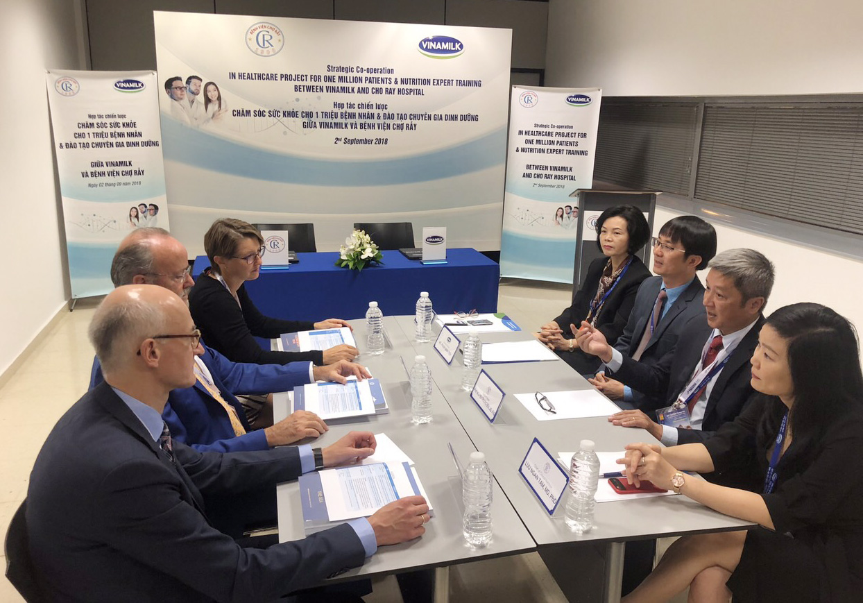 Vinamilk - Bệnh Viện Chợ Rẫy ký kết hợp tác chiến lược nâng tầm quốc tế - Ảnh 1