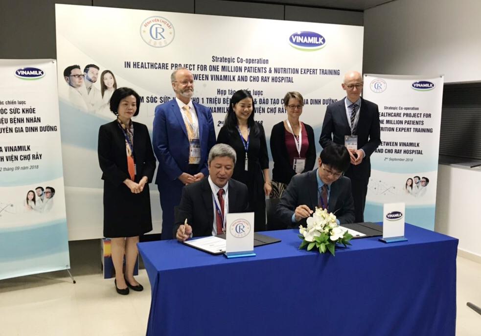 Vinamilk - Bệnh Viện Chợ Rẫy ký kết hợp tác chiến lược nâng tầm quốc tế - Ảnh 3