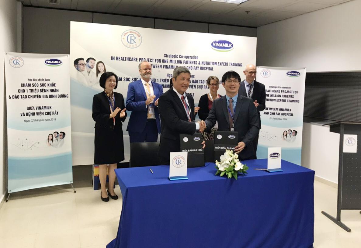 Vinamilk - Bệnh Viện Chợ Rẫy ký kết hợp tác chiến lược nâng tầm quốc tế - Ảnh 4