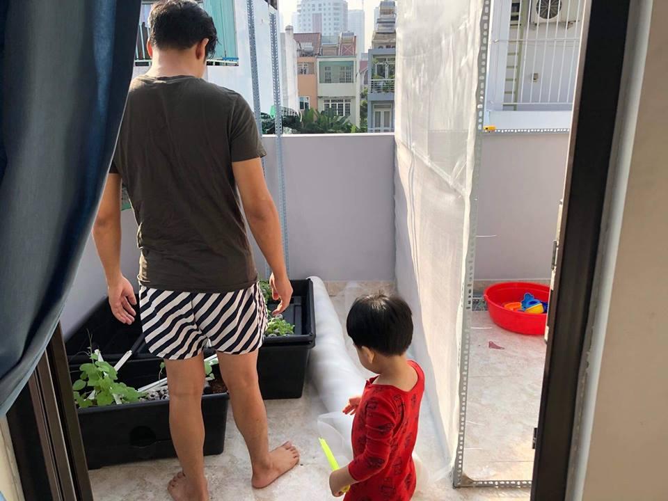 'Tan chảy' với loạt ảnh con trai Ngọc Lan bám ba 'quằn quại' như keo - Ảnh 5