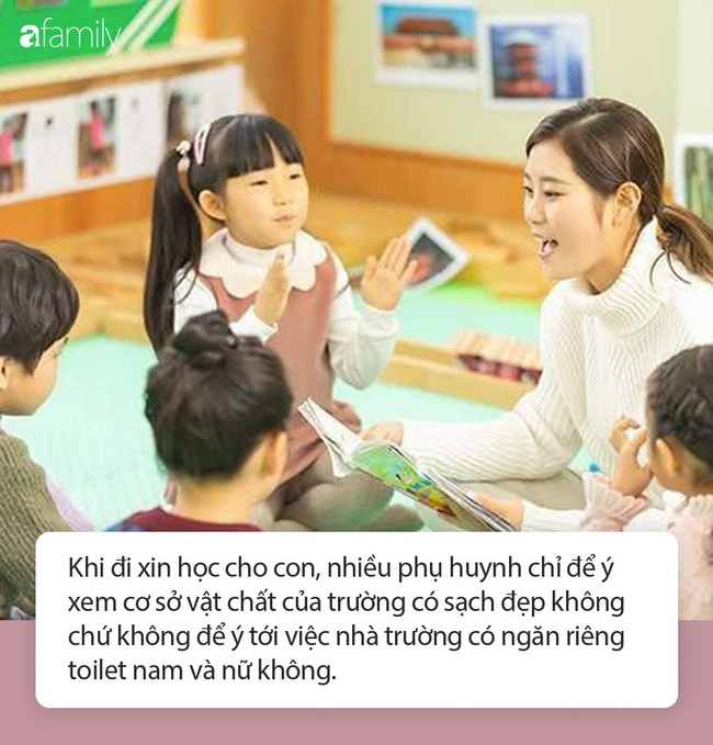 Cô giáo gửi ảnh con gái 4 tuổi trong nhà vệ sinh, người mẹ vô cùng tức giận cùng ban phụ huynh gặp ngay hiệu trưởng - Ảnh 3