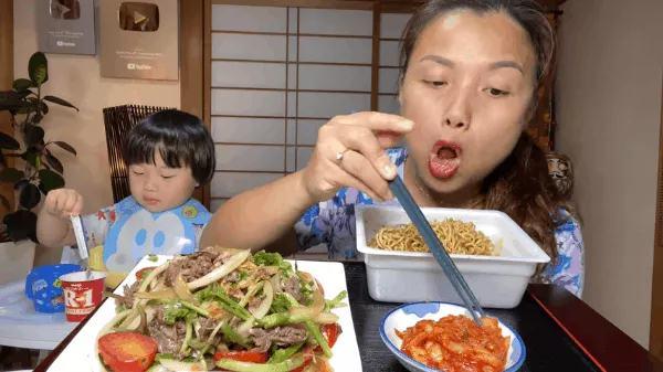 Lý do gì khiến nhóc Sa 3 tuổi ngoan ngoãn ngồi xem mẹ quay Vlog, có thể bởi cách dạy con cực khéo của Quỳnh Trần JP - Ảnh 4