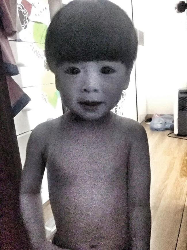 Màn hóa trang đỉnh cao mùa Halloween: Cậu bé khiến cư dân mạng 'khóc thét' vì tạo hình quá đỗi đáng sợ, như bước ra từ phim ma - Ảnh 1