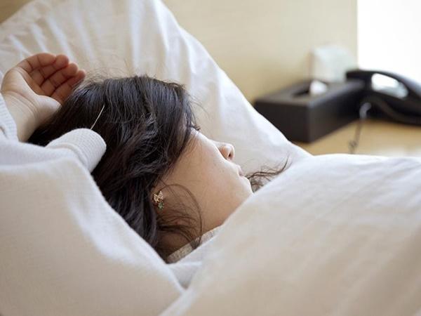 7 thói quen buổi sáng 'rút lõi' chục năm tuổi thọ, thay đổi ngay để năm mới khỏe mạnh - Ảnh 1