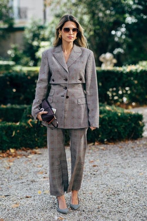 Gợi ý kiểu mặc giúp nữ công sở may mắn suốt cả năm - Ảnh 1