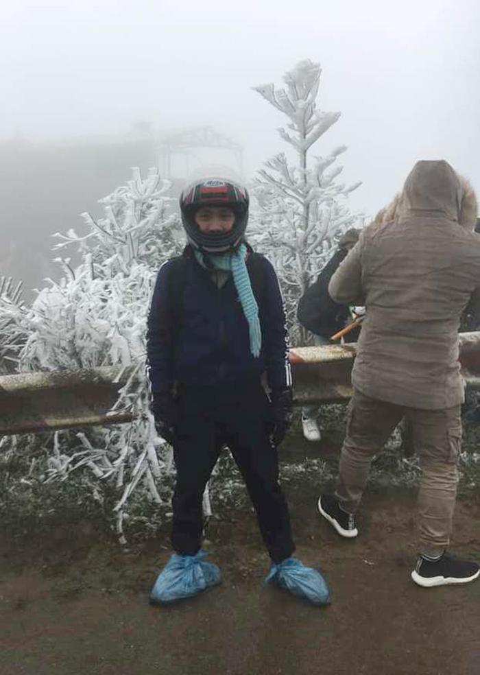 Du khách nườm nượp kéo về đỉnh Mẫu Sơn ngắm băng giá - Ảnh 4
