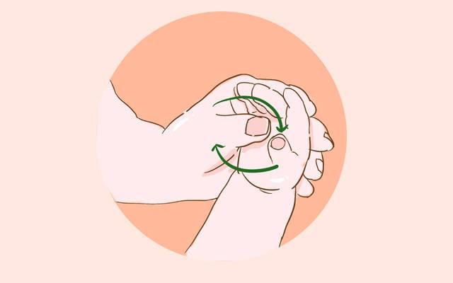 Mỗi ngày các mẹ đều đặn massage ở 3 vị trí này sẽ giúp bé ăn ngon, mau lớn  - Ảnh 1