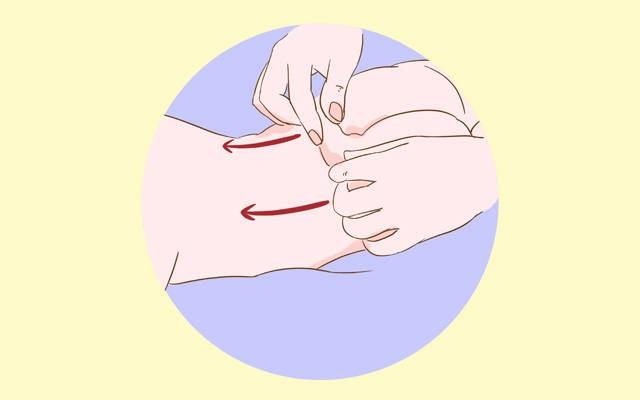 Mỗi ngày các mẹ đều đặn massage ở 3 vị trí này sẽ giúp bé ăn ngon, mau lớn  - Ảnh 2