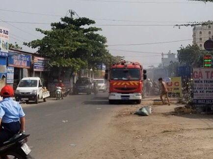 Vụ nổ súng khống chế thanh niên ngáo đá đánh vợ, con nhỏ ở Sài Gòn: 3 cảnh sát đặc nhiệm bị thương - Ảnh 1