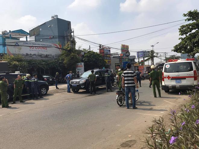 Vụ nổ súng khống chế thanh niên ngáo đá đánh vợ, con nhỏ ở Sài Gòn: 3 cảnh sát đặc nhiệm bị thương - Ảnh 2