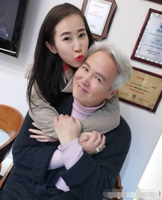 Cao tay như Trương Đình, tặng 'em gái mưa' của chồng đồng hồ hàng hiệu dập tắt tin đồn hôn nhân rạn nứt - Ảnh 4