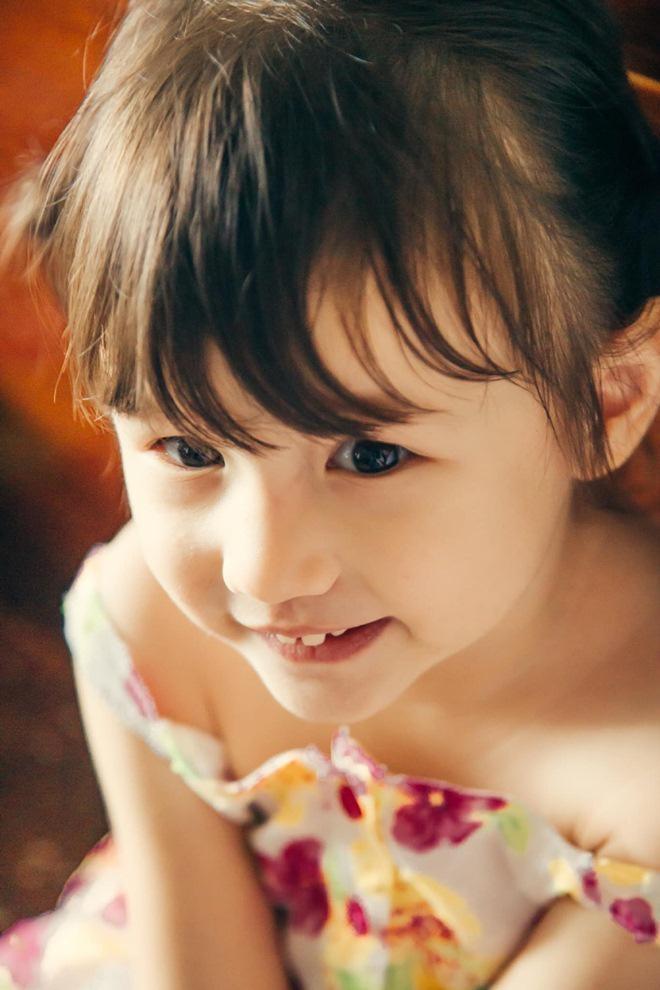 Phát sốt với vẻ đáng yêu, xinh xắn như thiên thần của con gái ca sĩ Phương Vy và chồng Tây - Ảnh 7