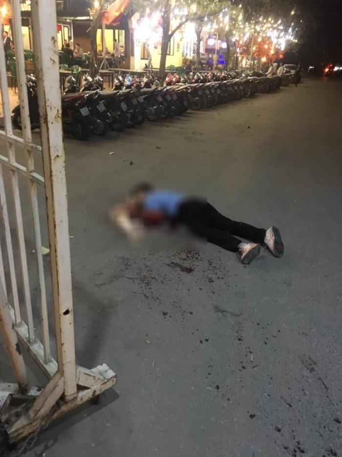 Tài xế taxi bị cứa cổ gục xuống tử vong cạnh quán, hơn 10 khách ăn nhậu tỉnh bơ - Ảnh 1