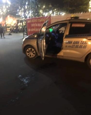 Hiện trường ám ảnh vụ tài xế taxi bị cứa cổ tử vong ngày giáp Tết, bỏ lại vợ mang thai cùng con thơ dại - Ảnh 3