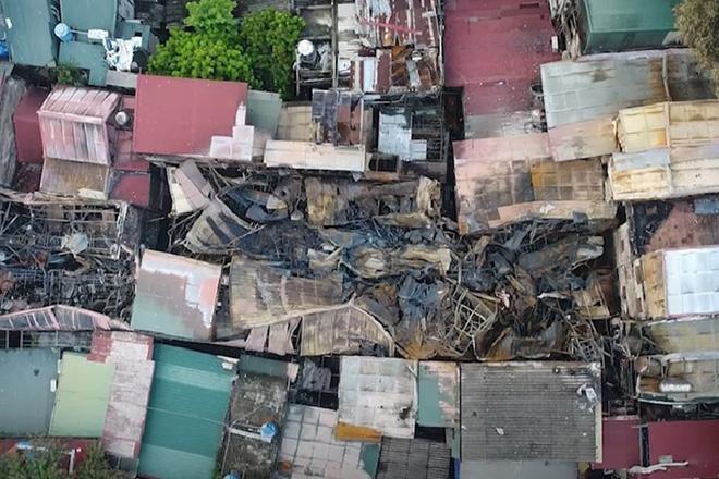 Về thăm 2 anh em mất bố mẹ trong vụ cháy Đê La Thành: Nhìn cháu nở nụ cười, nỗi đau cũng vơi đi... - Ảnh 1