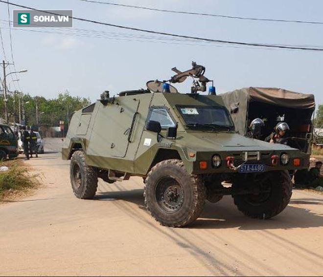 Hàng trăm cảnh sát trang bị vũ khí đang truy bắt kẻ bắn chết 5 người ở Sài Gòn: Có 2 tiếng súng nổ - Ảnh 2