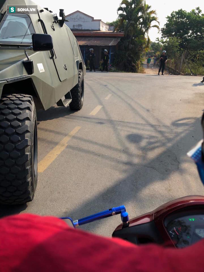 Hàng trăm cảnh sát trang bị vũ khí đang truy bắt kẻ bắn chết 5 người ở Sài Gòn: Có 2 tiếng súng nổ - Ảnh 3