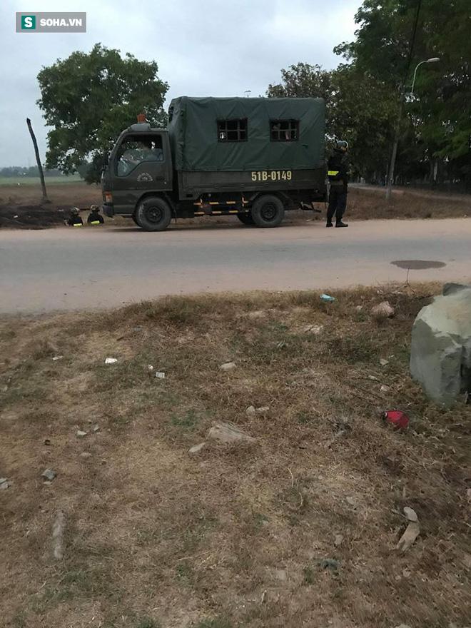 Hàng trăm cảnh sát trang bị vũ khí đang truy bắt kẻ bắn chết 5 người ở Sài Gòn: Có 2 tiếng súng nổ - Ảnh 4
